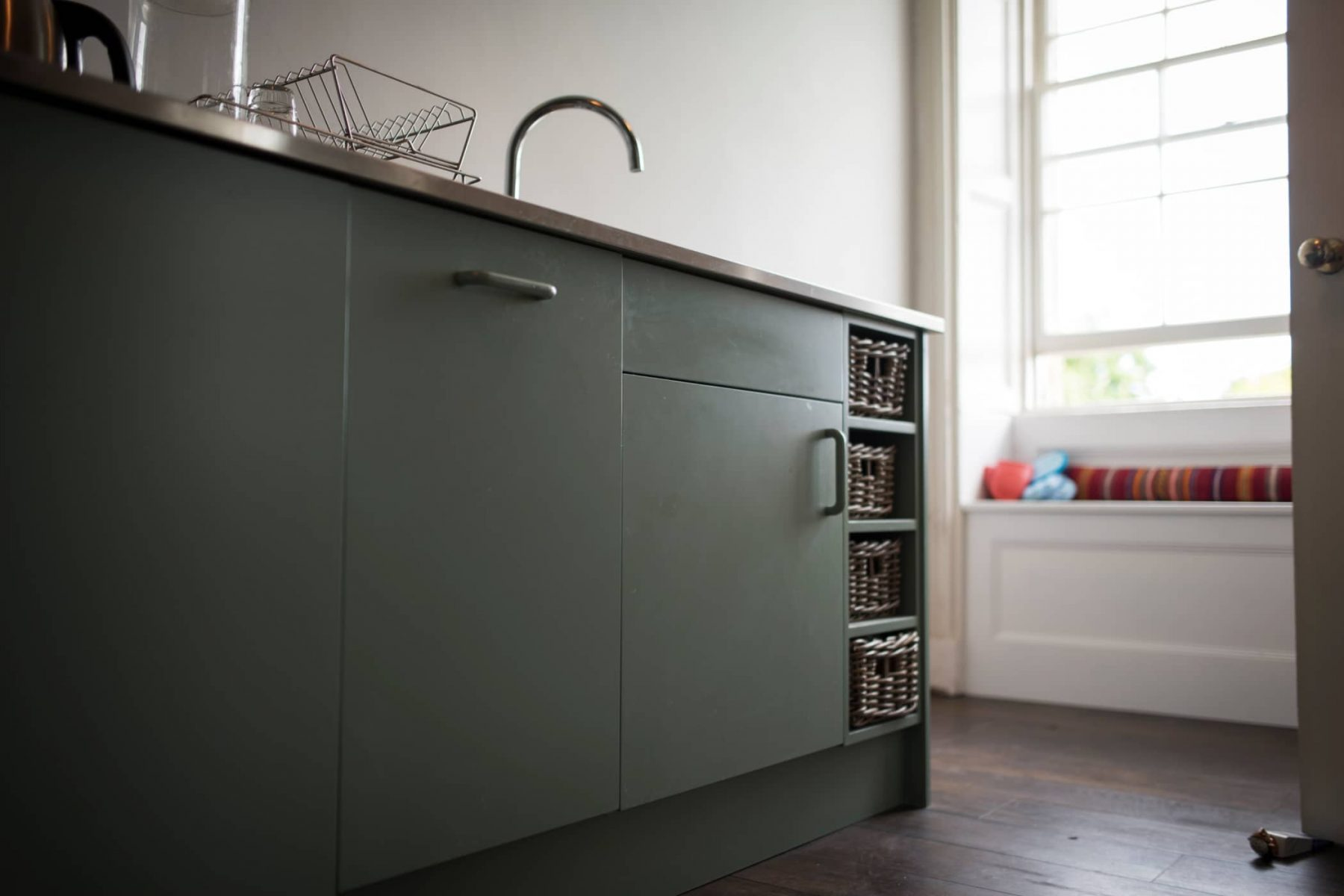 Sleek modern kitchen units for a handmade contemporary kitchens by Bath Bespoke