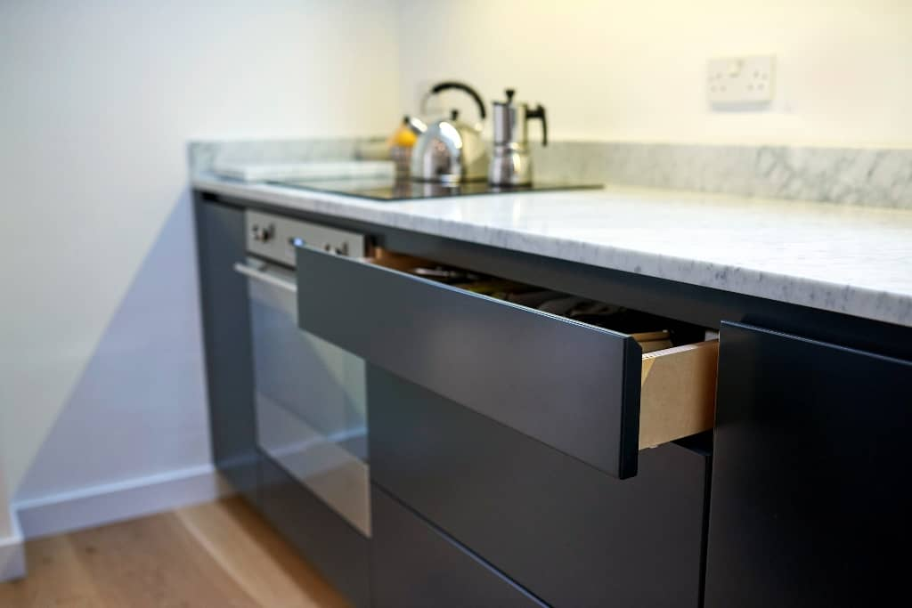 Contemporary fitted kitchens kitchen company in bristol for Fitted kitchen companies