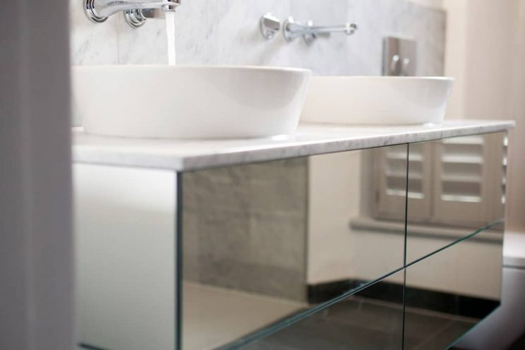 Modern mirrored sink unit with ceramic white sinks