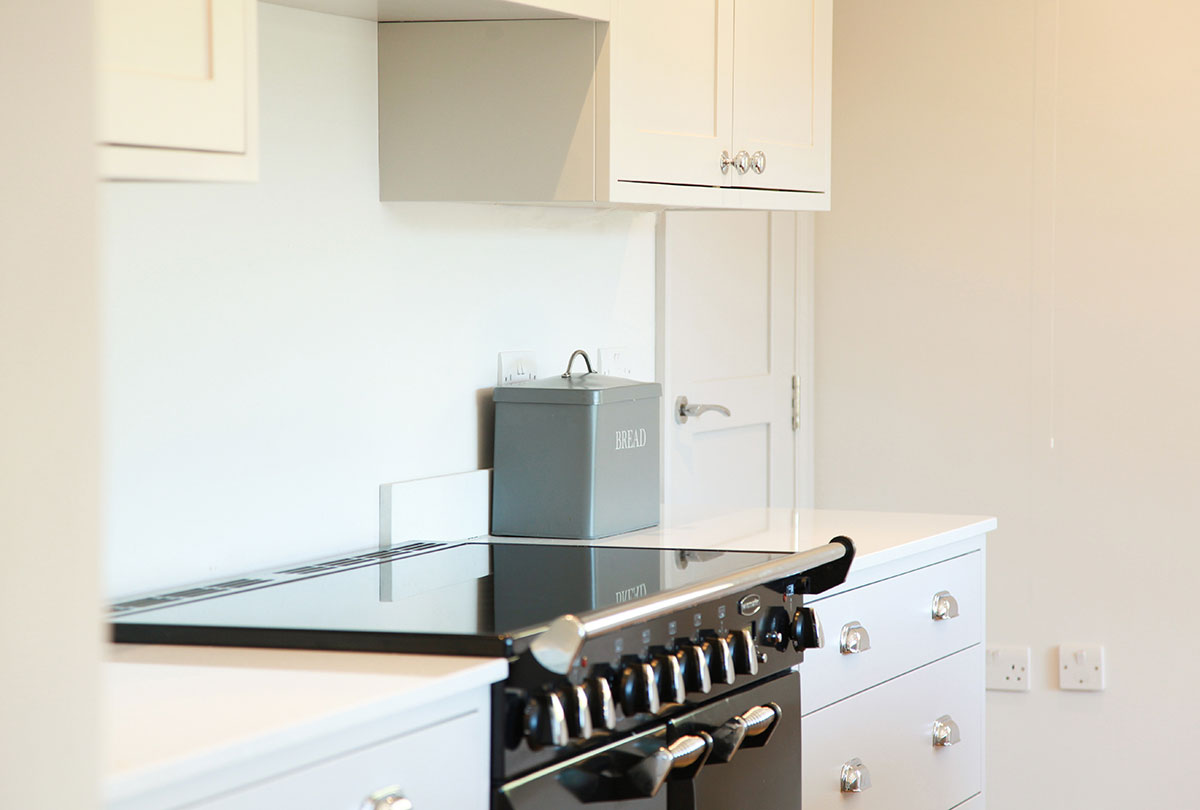 White shaker kitchen with silver handles