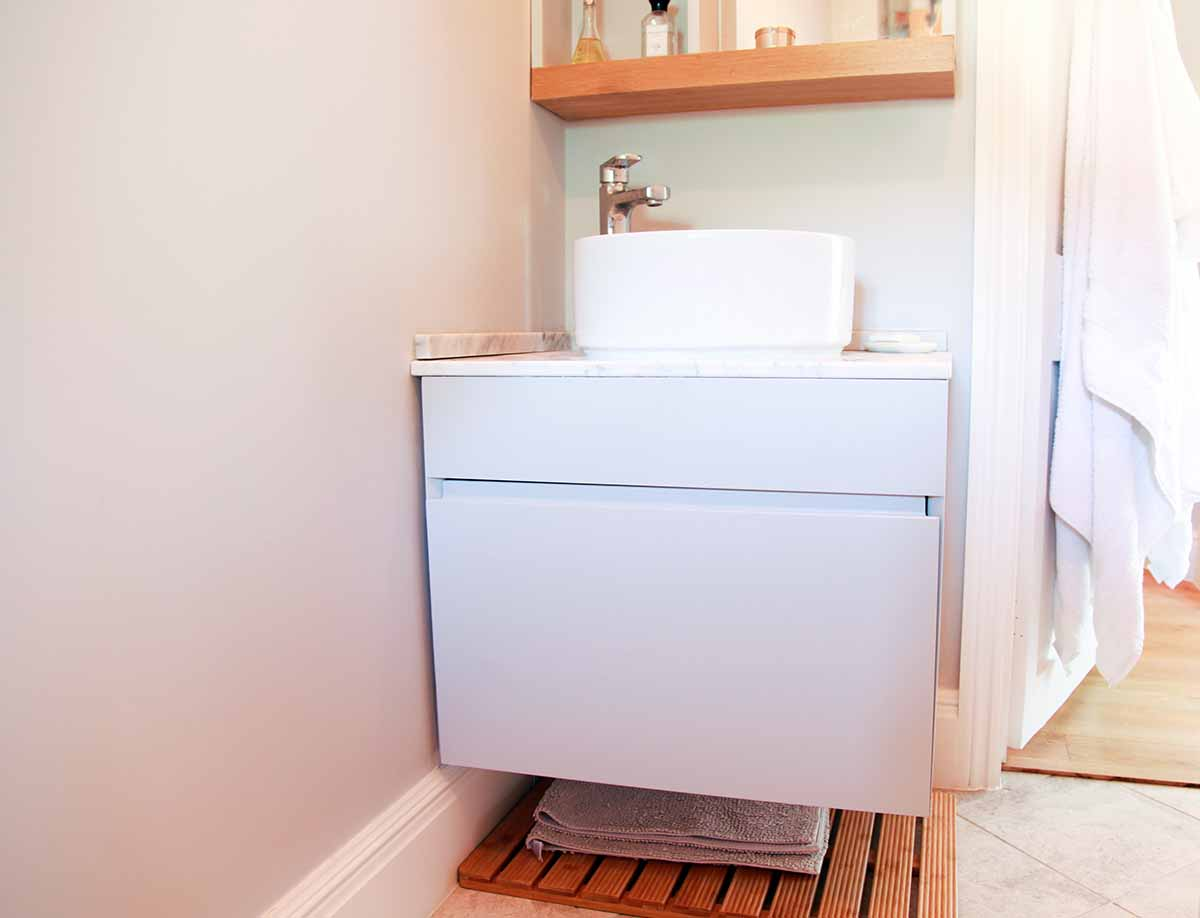Single vanity unit for small bathroom