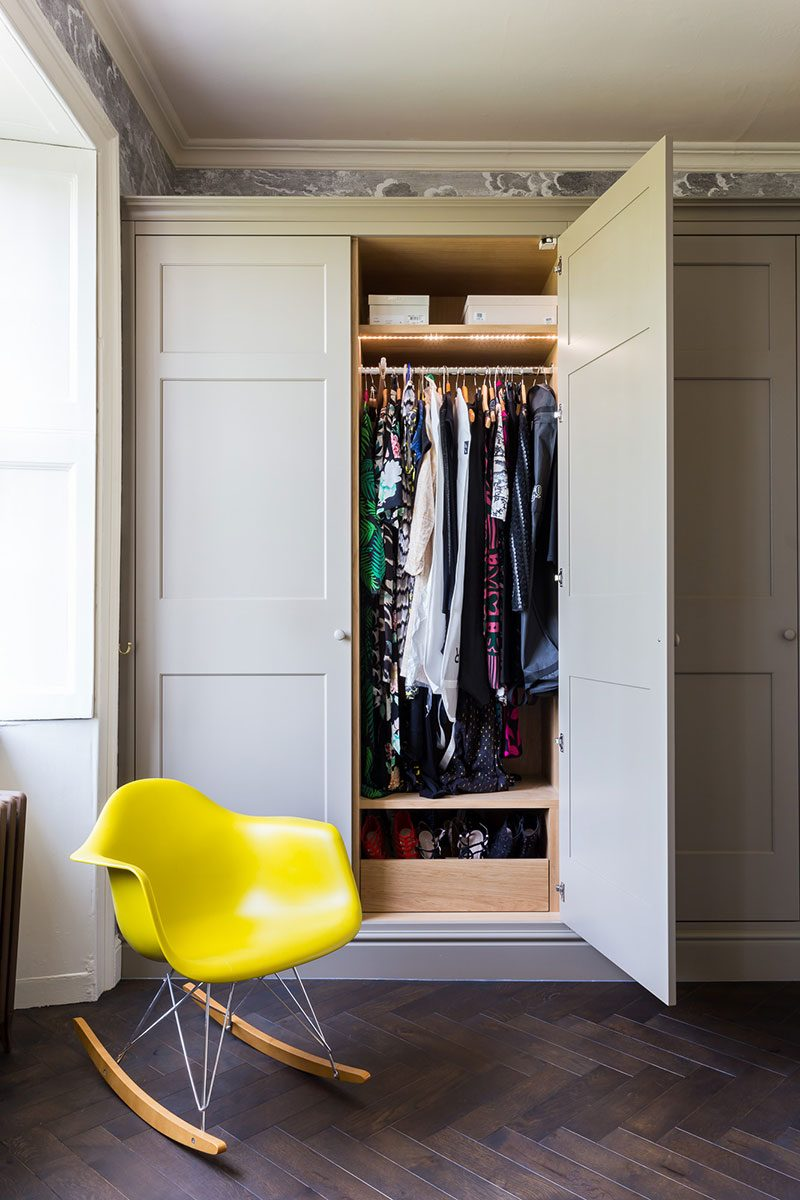 Classical fitted wardrobe with storage