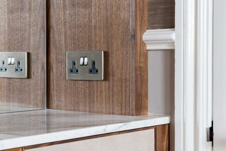 Alcove cabinets with integrated plug sockets
