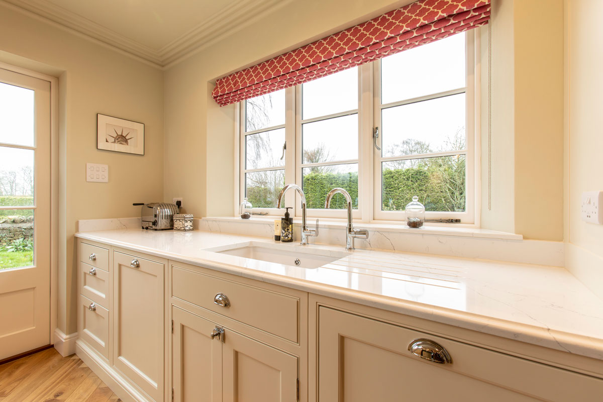 Classic kitchen with an under mounted Shaw's ceramic sink